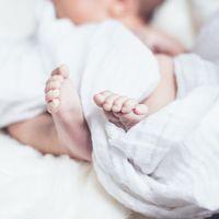 """""""Si abres los ojos te llevo a casa"""", la emotiva historia del enfermero argentino que adoptó al bebé al que cuidaba"""
