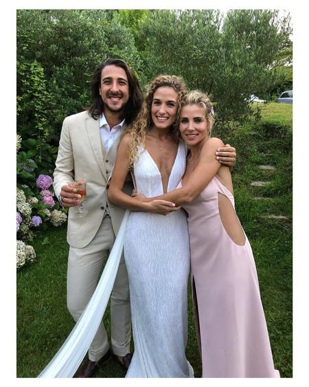 Elsa Pataky capta todas las miradas en la boda de su hermano vestida de Dolores Promesas