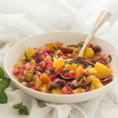 Ensalada con frutas secas, granada y naranja: receta de postre