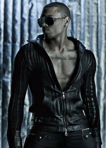¿A Chris Brown lo han sacado del armario a empujones?