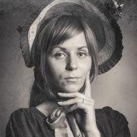 La historia de la fotografía en una modelo y 11 retratos