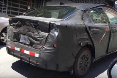 El nuevo Toyota Prius, rodando por San Francisco con camuflaje