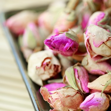 Aprovecha tus rosas secas y vuélvelas un té saludable