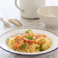 Tallarines con langostinos y salsa de vodka: receta fácil y rápida para no tomar la pasta como siempre