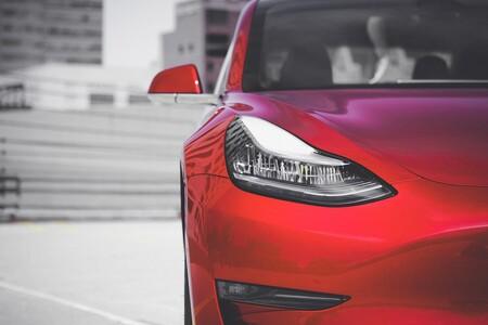 Huelva añade un Tesla Model 3 a su flota de vehículos oficiales: 100.000 euros 'en pos del medio ambiente'