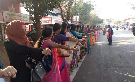 Cuatro millones de mujeres y un muro humano histórico: la lucha contra el machismo hindú en la India