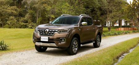 Así chapotea en el barro la nueva Renault Alaskan, esa pick-up producto de la alianza