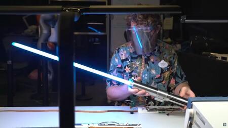 Un nuevo vistazo al lightsaber de Star Wars que fabricó Disney muestra su espectacular despliegue y no podríamos estar más emocionados