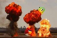 Si Michael Bay hubiese dirigido la película de 'Angry Birds'...