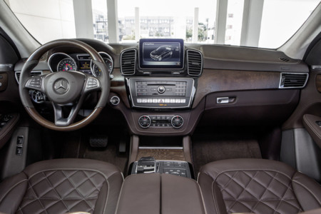 Mercedes-Benz GLE 500 e - interior
