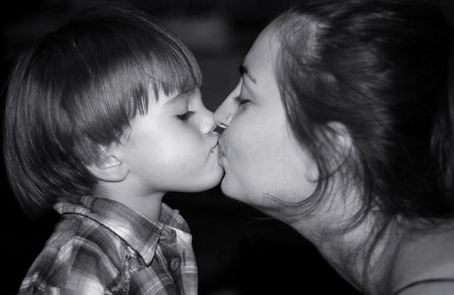 Besos-en-la-boca-niños