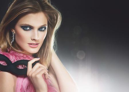 Estée Lauder presenta una nueva sombra de ojos con acabado metalizado, para chicas traviesas
