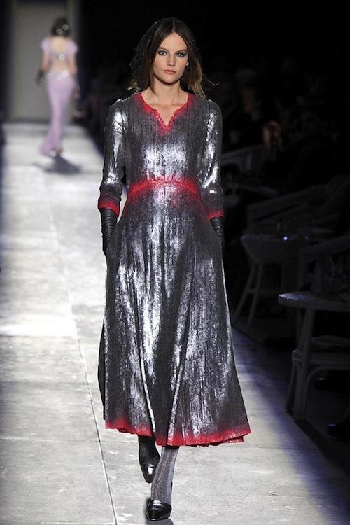 Foto de Chanel Alta Costura Otoño-Invierno 2012/2013: rosa, gris, brillos y nuevo vintage (41/61)