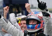 Damon Hill le calienta los cascos a Button