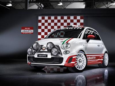 ¿Eres bueno jugando al Dirt Rally de la PlayStation? Mira cómo puedes acabar pilotando un Abarth 500 R3T