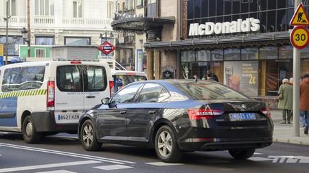 A partir de hoy Uber y Cabify están obligados a notificar a Fomento todos los viajes que hagan