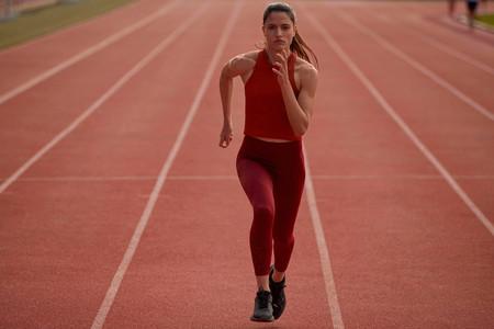 Oysho ha creado Oysho Sport la nueva línea de Inditex sólo para hacer deporte