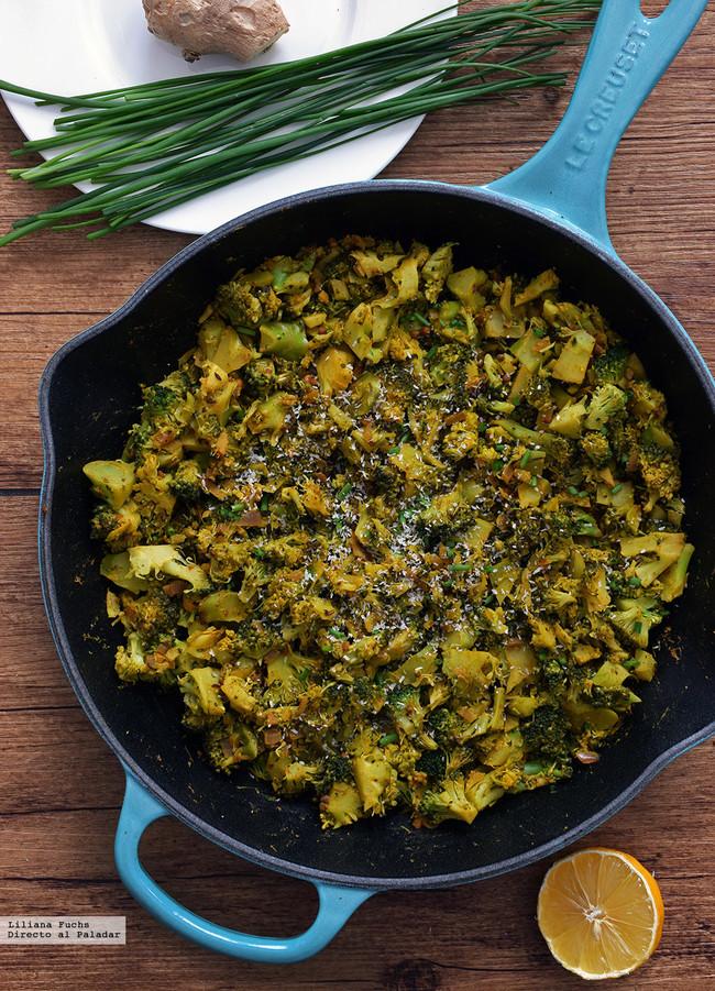 sartén de brócoli con condimentas y coco