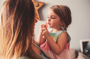 """""""No te disculpes por ser quien eres"""", el hermoso mensaje de una madre a su hija acerca de ser ella misma"""