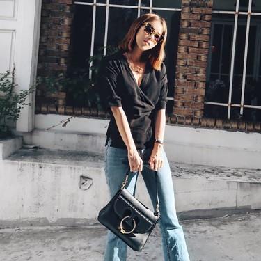Siete diseños de blusas cruzadas que triunfan en el street style y que multiplicarán las posibilidades y estilo en tu armario