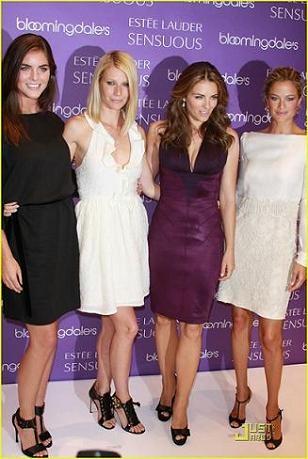 Gwyneth Paltrow, Elizabeth Hurley, Hillary Rhoda y Carolyn Murphy en la presentación de un perfume