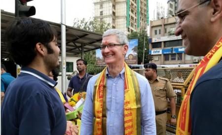 """""""Tres días con Tim Cook"""", un periodista indio describe su experiencia acompañando al CEO de Apple"""