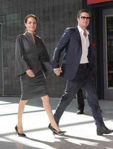 Angelina Jolie condecorada como Honorary Dame Commander de la orden de San Miguel y San Jorge