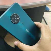 Así se ve el Nokia 7.2 en -casi- todo su esplendor: triple cámara y notch de gota aparecen una vez más