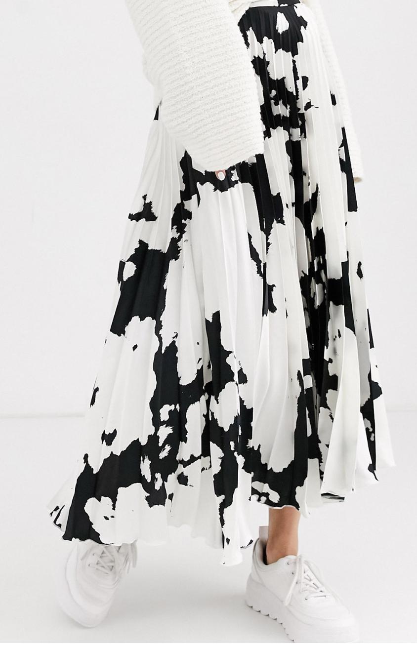 Falda midi plisada de satén con estampado de vaca de ASOS DESIGN