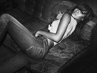 Rihanna, de lo más sensual en el nuevo anuncio para Armani