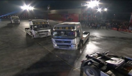 El Récord Guinness de aparcamiento que se marca Zhang Hua en este vídeo es... inmenso