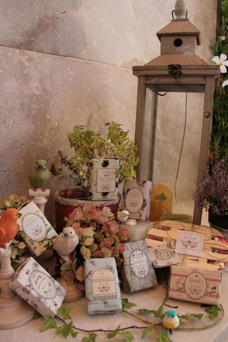 Los jabones artesanales de DobleM fabricados con cerezas del Valle del Jerte