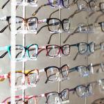 ¿Adiós a las gafas baratas? Luxottica fabricará las marcas de El Corte Inglés y está a un paso del monopolio