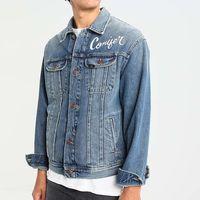50% de descuento en la chaqueta vaquera Lee Conifer Rider: se queda en 64,95 euros en Zalando