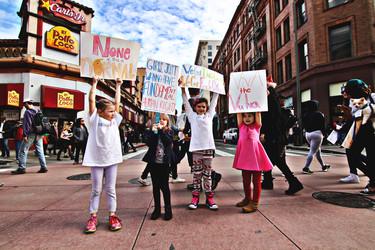 Estas niñas de 9 años se pasaban notitas en clase, y su contenido te llenará de orgullo feminista