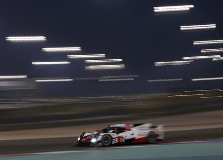 Toyota TS 050 en el circuito de Bahrein
