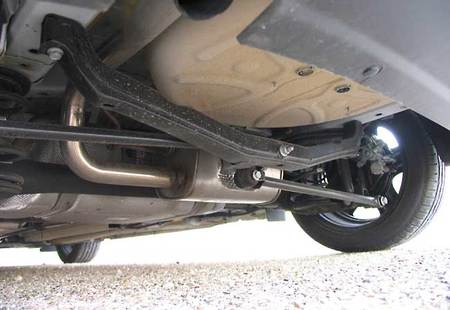 La timonería de Watt del Opel Astra ayuda a remediar parte de las debilidades de un eje torsional