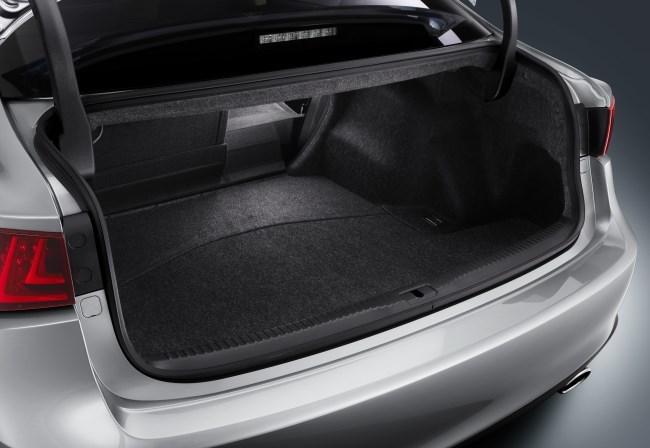 Lexus IS 300h maletero