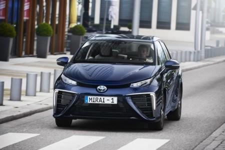 ¿Por qué el Toyota Mirai es un coche adelantado al futuro? El hidrógeno tiene la respuesta