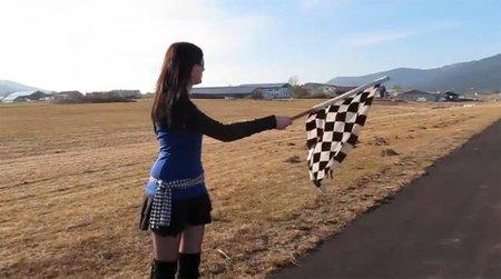 Otro vídeo comparativo entre motos y coches, en este caso contra el crono en 1/4 de milla