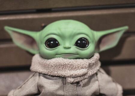 El muñeco de Baby Yoda (El Niño) y 11 regalos más para auténticos fans de The Mandalorian por menos de 36 euros en Amazon
