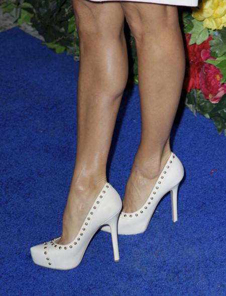 Zapatos Eva Longoria Look blanco