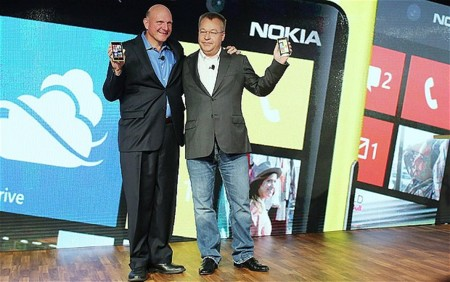 """FRIEND ZONE ALERT: Elop dice que la relación entre Nokia y Microsoft es """"especial"""""""