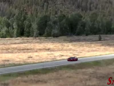 Este Bugatti Veyron atravesando el aire a 379 km/h suena como un avión
