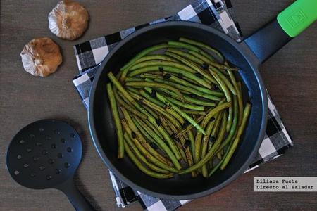 Salteado de judías verdes al ajo negro. Receta