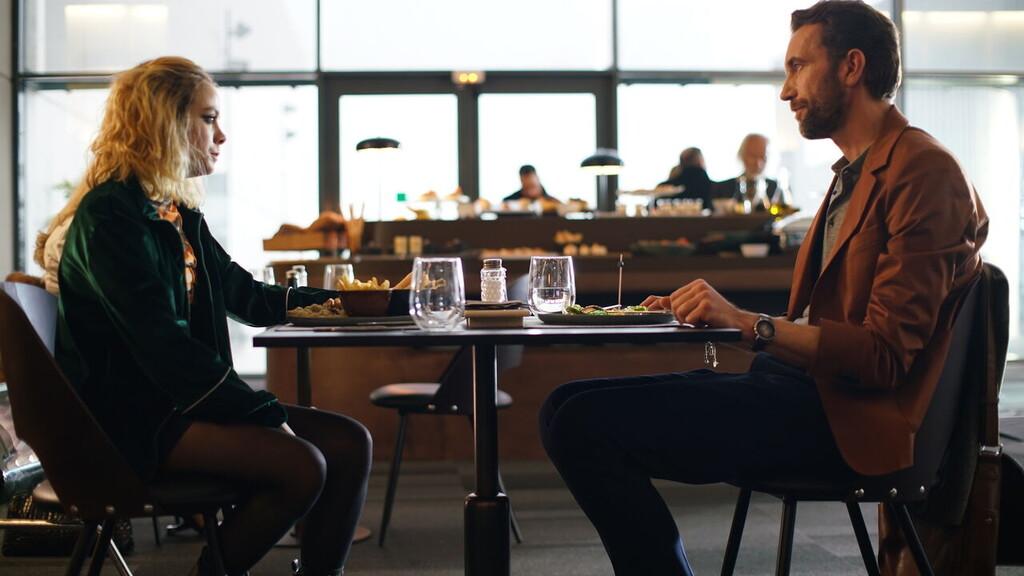 'Cosmética del enemigo': Kike Maíllo llega a Filmin con un thriller lleno de excesos que no despega nunca