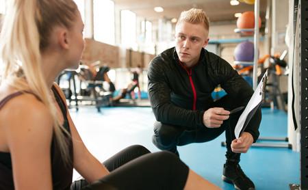 El fisio es tu mejor amigo si entrenas en el gimnasio: esto es todo lo que puede hacer por ti