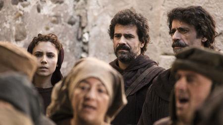 Cuatro emisiones, cuatro obstáculos: así sufre 'El ministerio del tiempo' en TVE