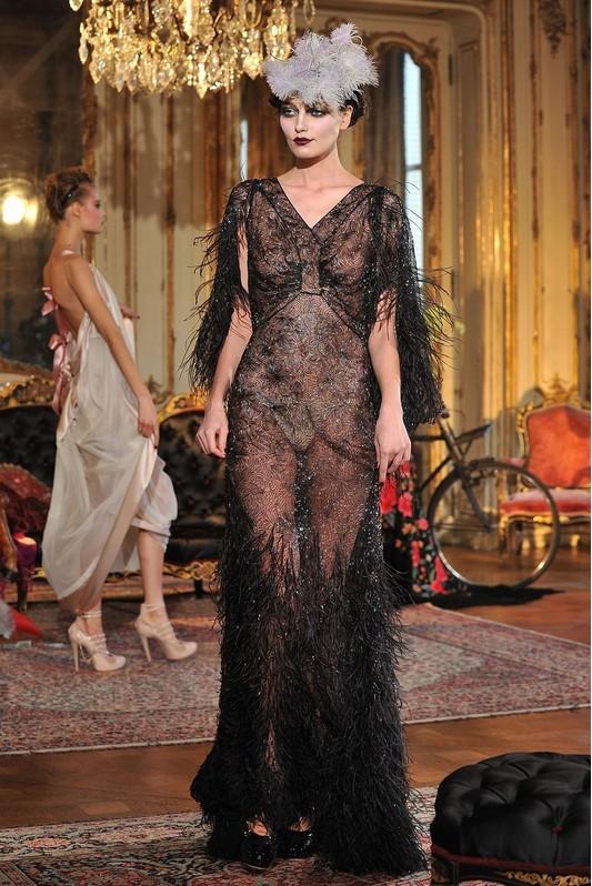 Foto de John Galliano Otoño-Invierno 2011/2012 en la Semana de la Moda de París: sobre la pasarela, un genio (3/13)