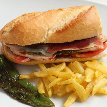Receta de Serranito, el clásico bocadillo del sur